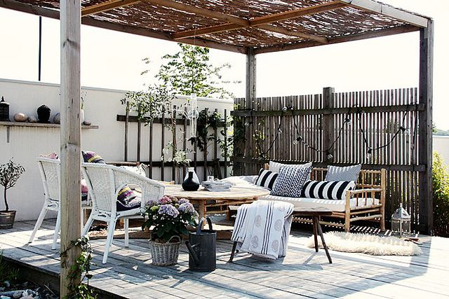 How to create the perfect backyard barbecue soiree - Decoration pour pilier exterieur ...