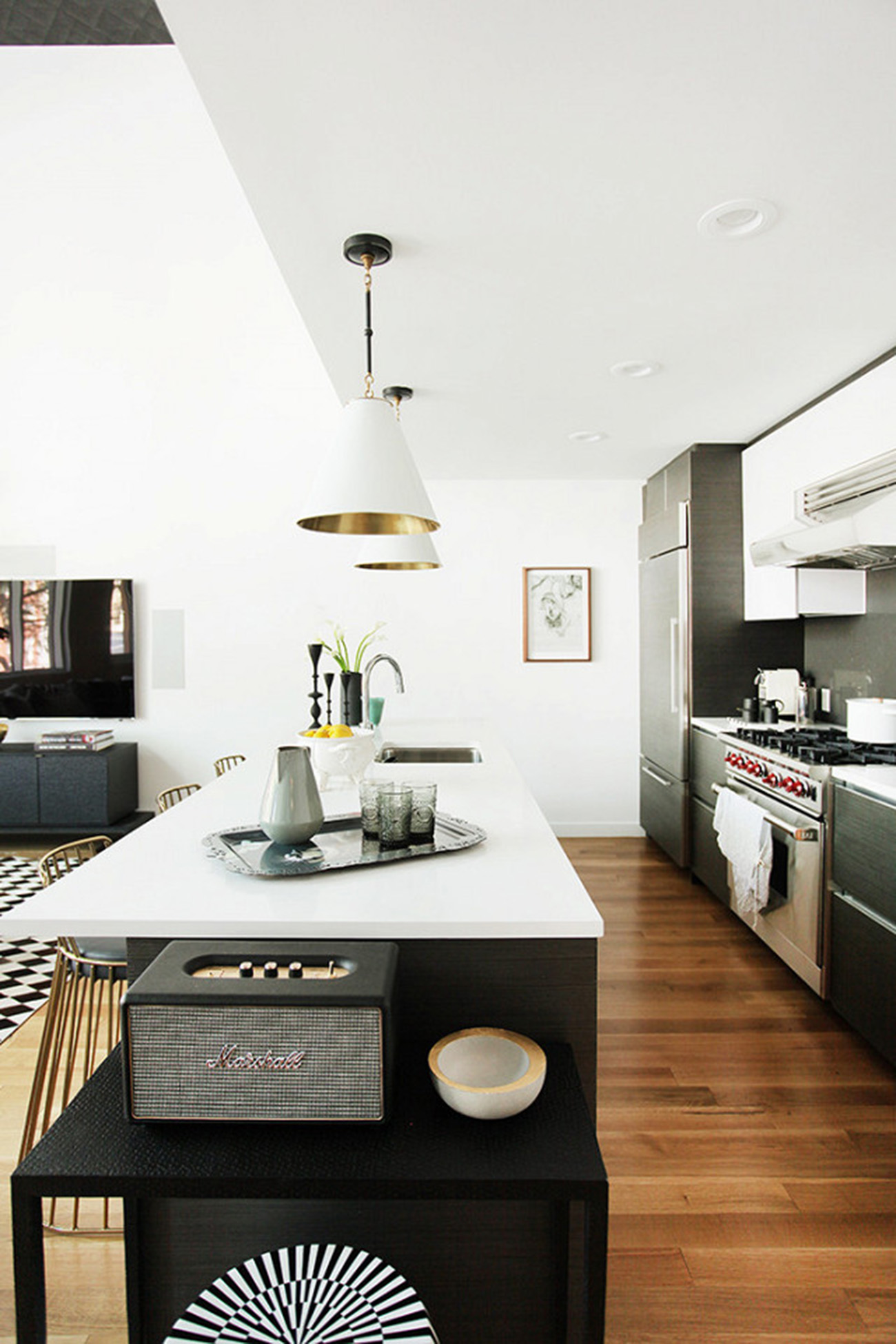 tour-a-modern-brooklyn-home-with-gorgeous-accent-walls-1954276-1477525565.640x0c
