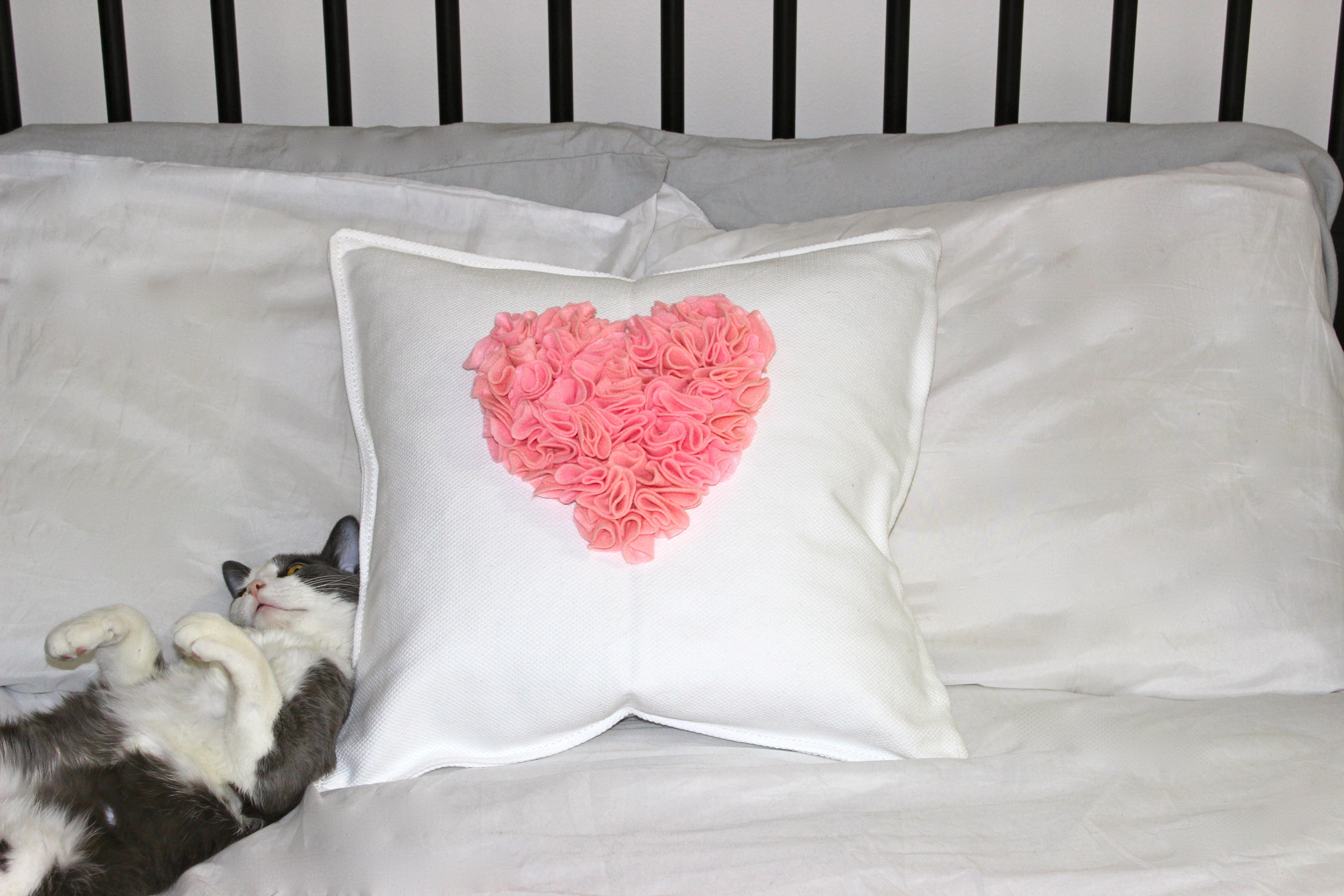 decorative throw pillow diy - girls of t.o. Diy Decorative Throw Pillows